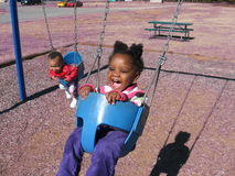 Crianças em balanços Imagens de Stock Royalty Free