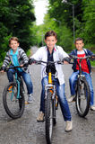 Crianças em bicicletas Imagem de Stock Royalty Free