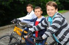 Crianças em bicicletas Imagens de Stock Royalty Free