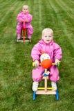 Crianças em cavalos de balanço Imagem de Stock Royalty Free