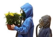 Crianças em máscaras de gás Foto de Stock Royalty Free