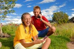 Crianças em telefones de pilha Foto de Stock Royalty Free