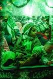 Crianças em um carro durante a celebração de lamentação de Muharram, fim acima da vista Fotos de Stock Royalty Free