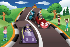 Crianças em uma raça de carro da caixa Fotos de Stock Royalty Free