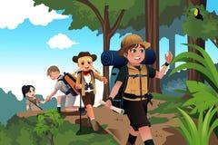Crianças em uma viagem da aventura ilustração do vetor