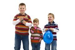 Crianças felizes com balão do brinquedo Fotografia de Stock