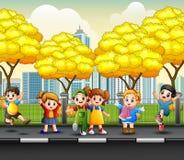 Crianças felizes dos desenhos animados no passeio Imagens de Stock Royalty Free