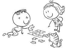 Crianças felizes dos desenhos animados que tentam montar o enigma ilustração royalty free