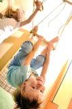 Crianças felizes que fazem a ginástica dos esportes Fotografia de Stock Royalty Free