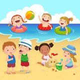 Crianças felizes que têm o divertimento na praia ilustração do vetor
