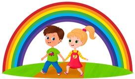 Crianças felizes sob o arco-íris fotografia de stock