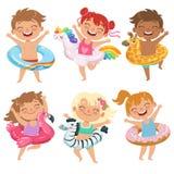 Crianças felizes vestidas nos círculos de borracha Jogando jogos no parque da água ilustração royalty free