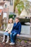 Crianças fora na cidade Fotografia de Stock