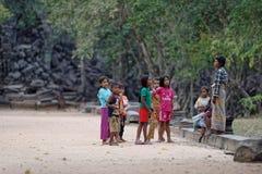 Crianças fora perto de Beng Mealea Temple Foto de Stock Royalty Free