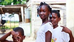 Crianças haitianas no campo de refugiados fotos de stock royalty free