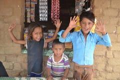 Crianças indianas rurais felizes imagens de stock