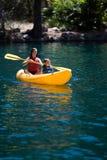 Crianças Kayaking Foto de Stock Royalty Free