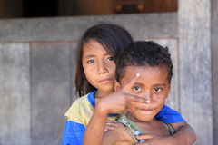 Crianças locais na vila Flores Indonésia de Gurusina Imagem de Stock