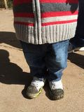Crianças Muddy Shoes Fotos de Stock Royalty Free