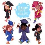 Crianças muito felizes Graduados nos vestidos e com um diploma à disposição ilustração royalty free