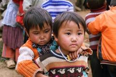 Crianças não identificadas no distrito montanhoso de Dong Van Imagem de Stock