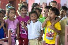 Crianças na cidade do Rio Amazonas de Indiana no Peru Foto de Stock Royalty Free