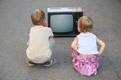 Crianças na estrada Fotos de Stock Royalty Free