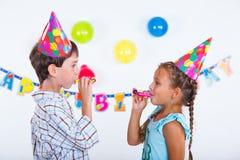 Crianças na festa de anos Fotografia de Stock Royalty Free
