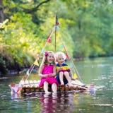 Crianças na jangada de madeira Foto de Stock Royalty Free