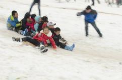 Crianças na neve Fotografia de Stock Royalty Free