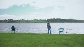 Crianças na pesca Resto no lago filme