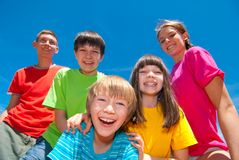 Crianças na roupa colorida fotos de stock royalty free