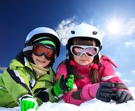 Crianças na roupa do esqui Imagens de Stock Royalty Free