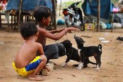 Crianças na vila Fotos de Stock Royalty Free