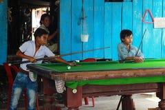 Crianças na vila Fotografia de Stock Royalty Free