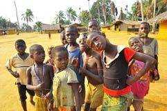 Crianças na vila africana na selva Imagens de Stock