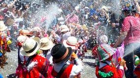 Crianças no carnaval em Cuenca, Equador imagem de stock