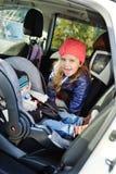 Crianças no carro Fotos de Stock Royalty Free