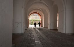Crianças no castelo de Kronborg Imagens de Stock Royalty Free