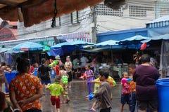 Crianças no dia do ` s de Songkran em Tailândia Fotos de Stock Royalty Free
