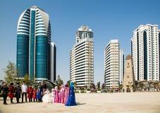 Crianças no parque da flor em Grozny Fotografia de Stock Royalty Free