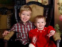 Crianças no quarto antigo fotos de stock royalty free