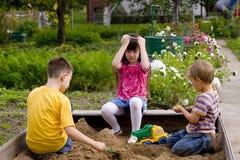 Crianças no sand-box Imagens de Stock