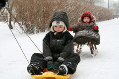 Crianças no trenó Foto de Stock Royalty Free