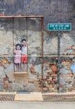 Crianças nomeadas da arte finala da parede de Penang no balanço imagens de stock