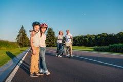 Crianças nos capacetes Fotografia de Stock Royalty Free
