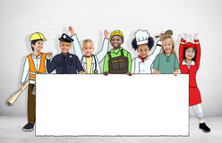 Crianças nos sonhos Job Uniform Holding Banner Fotografia de Stock Royalty Free