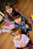 Crianças novas felizes fotografia de stock royalty free