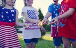 Crianças pequenas felizes que comemoram o Dia da Independência Fotografia de Stock Royalty Free