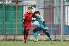 Crianças pequenas que jogam o futebol ou o futebol Fotografia de Stock Royalty Free